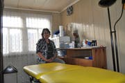 Gabriella Clerc hat in ihrem Haus an der Dickenstrasse in Nesslau bereits ein Zimmer für ihre Gesundheitspraxis eingerichtet. Bild: Sabine Schmid