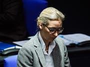 Steht im Zentrum einer Parteispendenaffäre: Alice Weidel, Bundestagsfraktionschefin der rechtspopulistischen Alternative für Deutschland (AfD). (Bild: KEYSTONE/EPA/CLEMENS BILAN)