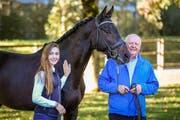 Der 74-jährige Otto Hofer trainiert und unterstützt seine 18-jährige Enkelin Léonie Guerra. (Bild: PD)