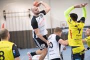 Gossaus Patrik Hrusak (am Ball) erzielte acht Tore. (Bild: Ralph Ribi)