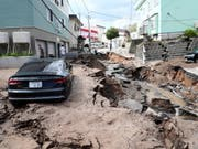 Die Regierung in Tokio macht in erster Linie Wirbelstürme und ein Erdbeben für den Rückgang der japanischen Wirtschaft im dritten Quartal verantwortlich. (Bild: KEYSTONE/EPA JIJI PRESS)