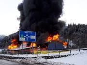 Der Brandstifter legte die Landi-Filiale in Thusis vergangenen Dezember in Schutt und Asche. (Bild: Rolf Knobel/ Keystone-SDA)