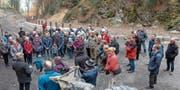 Gespannt verfolgten fast 80 Personen die Ausführungen von Reto Walser (vorne links). (Bild: Karl Schwendener)