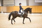 Mit ihrem Pferd Atnon gewann Léonie Guerra dreimal in Folge die Schweizermeisterschaft der Junioren-Dressurreiter (2016, 2017, 2018). (Bild: PD)
