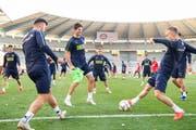 Timm Klose (vorne Mitte) fühlt sich im Nationalteam wohl – am Sonntag in Luzern gegen Belgien dürfte er in der Startelf stehen. (Bild: Ennio Leanza/Keystone (Brüssel, 11. Oktober 2018))
