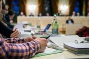 Alleine für die Budgetordner für 40 Gemeinderäte fallen rund 16000 Seiten Papier an. (Bild: Reto Martin (13.Dezember 2017))