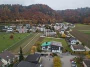 Blick auf das Gemeindehaus von Wikon, dessen Dach gerade saniert wird. (Bild: Dominik Wunderli, 15. November 2018)