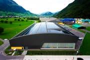 Grösste Solaranlage des Kantons Nidwalden: Pilatus-Halle in Stand. Bild: PD