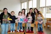 Besa Shabani (Mitte) mit den Müttern und ihren Kindern im Progy-Zentrum. (Bild: Benjamin Schmid)