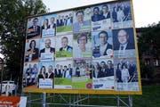 Wahlplakat-Wand in Cham. (Bild: Werner Schelbert: Cham, 9. September 2018))