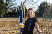 Mit 1,82 Metern zählt Laura Caluori zu den kleinsten Beachvolleyballerinnen. (Bilder: Thomas Hary)