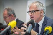 Hanspeter Uster führt stellt den Schlussbericht der Untersuchungskommission vor. (Bild: Andrea Stalder)