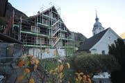 Im Frühsommer 2019 soll die Sanierung der «Alten Post» abgeschlossen sein. (Bild: Urs Hanhart, Bauen, 12. November 2018)