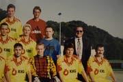 Heinz Niedermann (im Anzug) als Präsident des FC Flawil Mitte der 90er-Jahren.