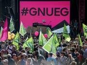 Ende September demonstrierten mehrere hundert Personen in Bern für Lohngleichheit und gegen Diskriminierung «#Enough 18» (Bild: KEYSTONE/PETER SCHNEIDER)