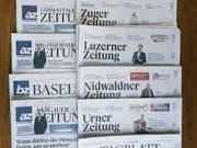 Das Zusammengehen der AZ Medien und der NZZ-Regionalmedien führt zu einem Abbau von 200 Vollzeitstellen. (Bild: KEYSTONE/CHRISTIAN BEUTLER)