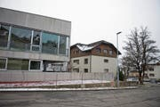 Das Schulhaus Hofmatt 4 soll durch den Neubau «Vierklang» ersetzt werden. (Bild: Maria Schmid (6. Dezember 2017))