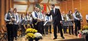 Der Musikverein Haldi mit ihrem Dirigenten André Ritter hält einen bunten Melodienstrauss bereit. (Bild: Josef Mulle)