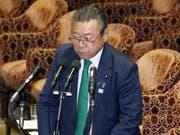 Yoshitaka Sakurada am Mittwoch im Parlament. (Bild: Keystone/AP Kyodo News)
