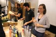 Sie machten Lust, gegen unnötigen Abfall aktiv zu werden: Andreas Fürst (Mitte), Daniel Fürst und Natacha Espirito Santo (rechts) (Bild: Markus Bösch)