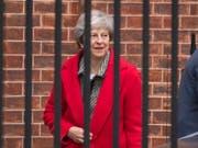Die britische Premierministerin Theresa May hat am Freitag in London erneut ihren mit der EU ausgehandelten Brexit-Plan verteidigt. (Bild: KEYSTONE/AP PA/DOMINIC LIPINSKI)
