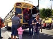 Mittelamerikanische Migranten bei ihrer Ankunft im mexikanischen Tijuana an der Grenze zu den USA. (Bild: KEYSTONE/AP/GREGORY BULL)