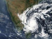 Der Wirbelsturm «Gaja» auf Satellitenbildern. Am Boden sorgte er für tödliche Unwetter mit mehreren Toten. (Bild: KEYSTONE/EPA NASA)