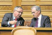Funktionäre und Nationalräte: Verbandspräsident Jean-François Rime (SVP/FR, links) und Direktor Hans-Ulrich Bigler (FDP/ZH). Bild: Anthony Anex/Keystone (Bern, 5. März 2018)