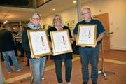 Von der terzStiftung ausgezeichnet: Jeannete Brändle, Susanna Niederer und Alfons Rutz. (Bild: IKS)