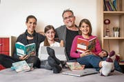 Familie Gloor: Mutter Tiziana, Leandra, Sascha und Selina. (Bild: Hanspeter Schiess)
