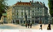 Die Verzweigung Oberer Graben und St.Leonhard-Strasse um 1905. Der Broderbrunnen aus den Jahren des Stickereibooms steht heute noch. Der «Seidenhof» dahinter wurde abgebrochen und durch ein modernes Bank- und Geschäftshaus ersetzt. (Bild: Sammlung Reto Voneschen)