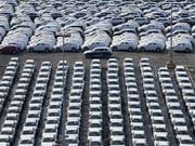 Weil die neuen Prüfstandards nicht rechtzeitig eingeführt wurden, drosselten die deutschen Autobauer ihre Produktion vorübergehend. (Bild: KEYSTONE/EPA/DAVID HECKER)