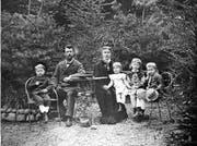 Das Ehepaar Josef Wilhelm und Marie Amrein-Troller 1879 mit ihrem Sohn Wilhelm und ihren Töchtern Marie-Louise, Anna und Mathilde (von links).