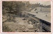 Das Gletschergarten-Gelände 1874. Die beim Graben entdeckten Findlingen wurden über das Areal verteilt. Rechts der eigens erbaute Laubengang. Bilder: Stadtarchiv Luzern
