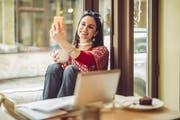 Auch das Flirten im Netz will gelernt sein – ein ansprechendes Profilbild ist dafür von Vorteil. (Bild: PD)
