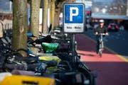Oberirdische Veloparkplätze soll es an der Luzerner Bahnhofstrasse keine mehr geben.(Archivbild: Eveline Beerkircher)
