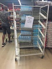 Zeichen der Mangelwirtschaft in Simbabwe: leere Regale und Einkaufsbeschränkungen. (Bild: Tsvangirayi Mukwazhi/AP (Harare, 9. November 2018))