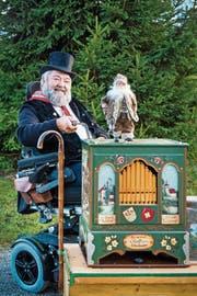 Peter Hochreutener sammelt am Samstag, 8. Dezember, zwischen 10 und 15 Uhr vor der Landi Goldach für die Weihnachtsaktion Ostschweizer helfen Ostschweizern. (Bild: Urs Bucher)