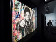 Michael Jackson in einer Darstellung des Künstlers Mr Brainwash: Das Gemälde ist Teil der Ausstellung «Michael Jackson: On the Wall», die das Grand Palais in Paris bis 14. Februar 2019 zeigt. (Bild: KEYSTONE/EPA/IAN LANGSDON)