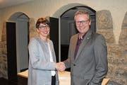 Die designierte Gemeindepräsidentin Luzia Gisler mit dem abtretenden Gemeindepräsidenten Markus Frösch. (Bild: PD)