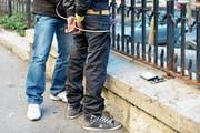 Die St.Galler Kantonspolizei jagt verdeckt nach Kleindealern. (Bild: Christian Brun/KEY)