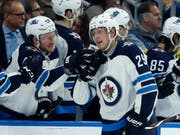 Winnipegs Stürmer Patrik Laine (Nummer 29) erzielte gegen St. Louis fünf Tore in einem Spiel (Bild: KEYSTONE/AP/JEFF ROBERSON)