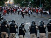 Polizei-Einsatz vor dem Final-Rückspiel der Copa Libertadores in Buenos Aires (Bild: KEYSTONE/AP/SEBASTIAN PANI)