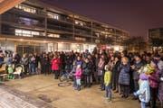 Wittenbacherinnen und Wittenbacher bei der Wahlfeier auf dem Zentrumsplatz.