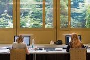 Abschlussprüfung der Grafikerlehrlinge am Gewerblichen Berufs- und Weiterbildungszentrum St.Gallen. (Bild: Benjamin Manser (St.Gallen, 14. Juni 2017))