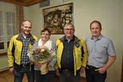 Walter Arnold bedankt sich bei Marianne und Toni Gisler und heisst Robi Gisler herzlich willkommen (von links). (Bild: Georg Epp (23. 11. 2018))