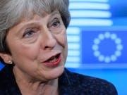 Die britische Premierministerin Theresa May hat sich am Sonntag mit einem Schreiben an die Öffentlichkeit gewandt, um für ihren Brexit-Vertrag mit der EU zu werben. (Bild: KEYSTONE/EPA/OLIVIER HOSLET)