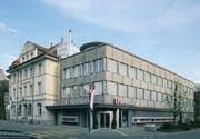 Der alte Hauptsitz der Obwaldner Kantonalbank an der Bahnhofstrasse Sarnen wurde an die Eberli Anlagen AG verkauft. (Bild: PD)