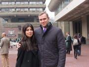 Der brite Matthew Hedges und seine Frau. Der 31-Jährige, der in Abu Dhabi wegen Spionage zu lebenslanger Haft verurteilt worden war, wurde nun begnadigt und kann die VAE bald verlassen. (Bild: KEYSTONE/EPA DANIELA TEJADA/DANIELA TEJADA / HANDOUT)