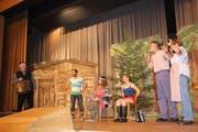 Beim Theater ging es hoch zu und her auf der Bühne. (Bild: Trudi Krieg)